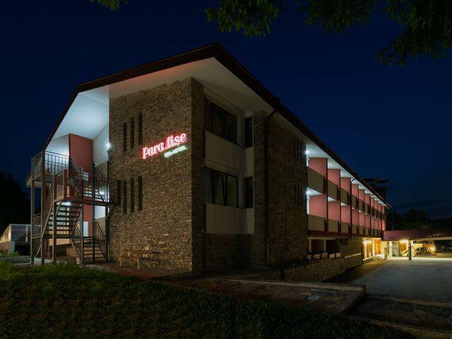 hotel-paradise-night