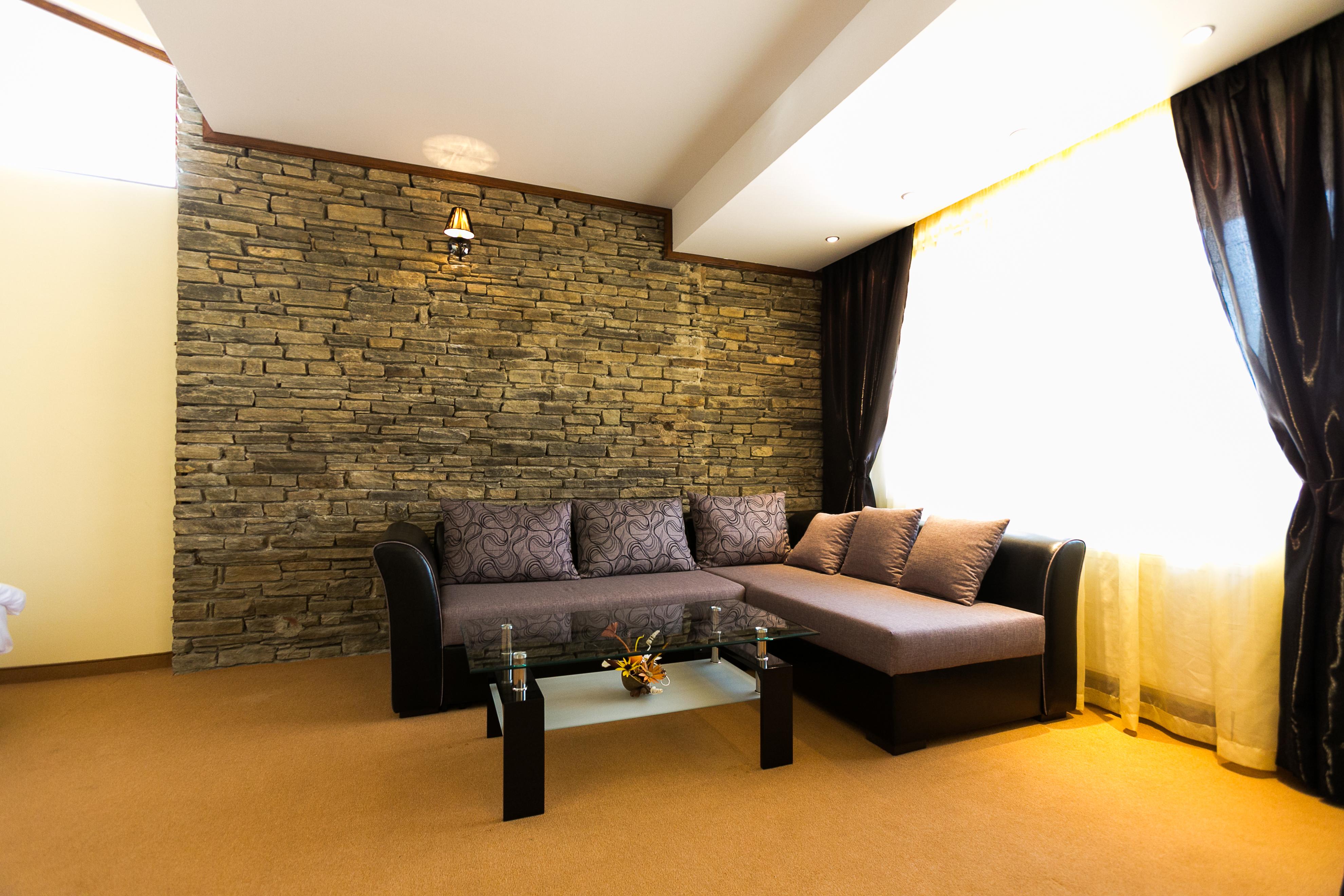 http://hotelparadise.bg/wp-content/uploads/2016/08/cauch.jpg