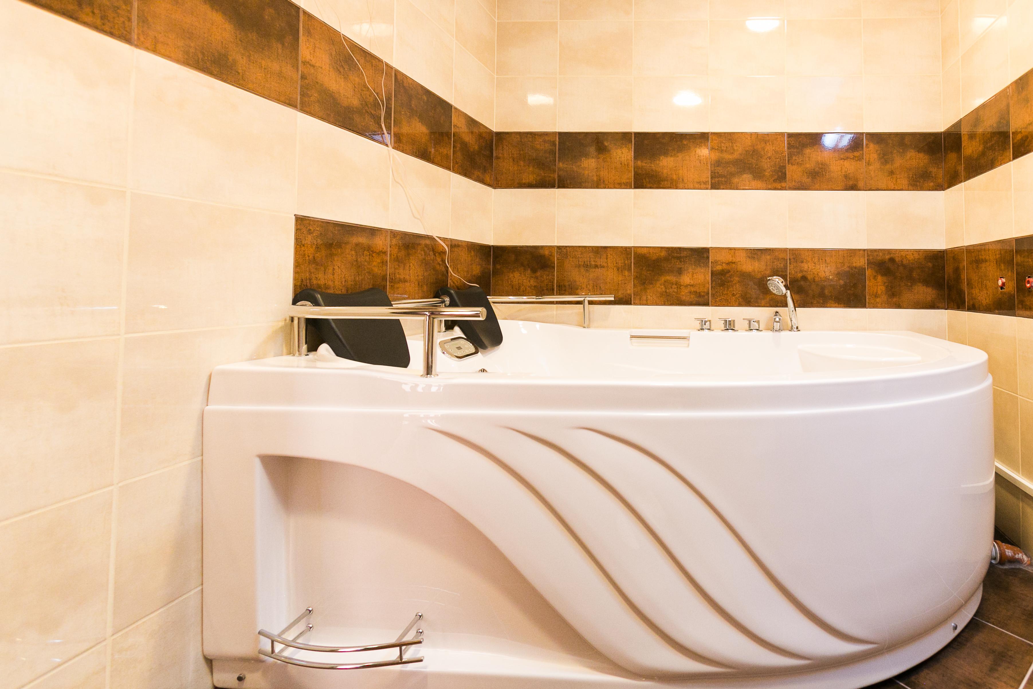 http://hotelparadise.bg/wp-content/uploads/2016/08/hot-tub.jpg